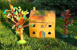 Creatividad escolar con papel y cartón reciclado -casita pequeña