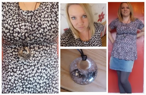 Yorkshire Blog, Mummy Blogging, Parent Blog, Bonmarche, Peplum, Top, Pendant, Tights, Review, Design, Heart,