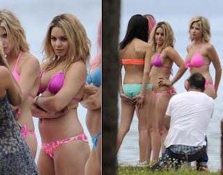 Selena Gomez Vanessa Hudgens In Bikini On Spring Breakers Set