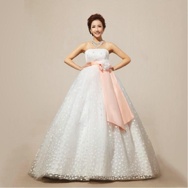 Chọn váy cưới cho cô dâu mang bầu duyên dáng 4