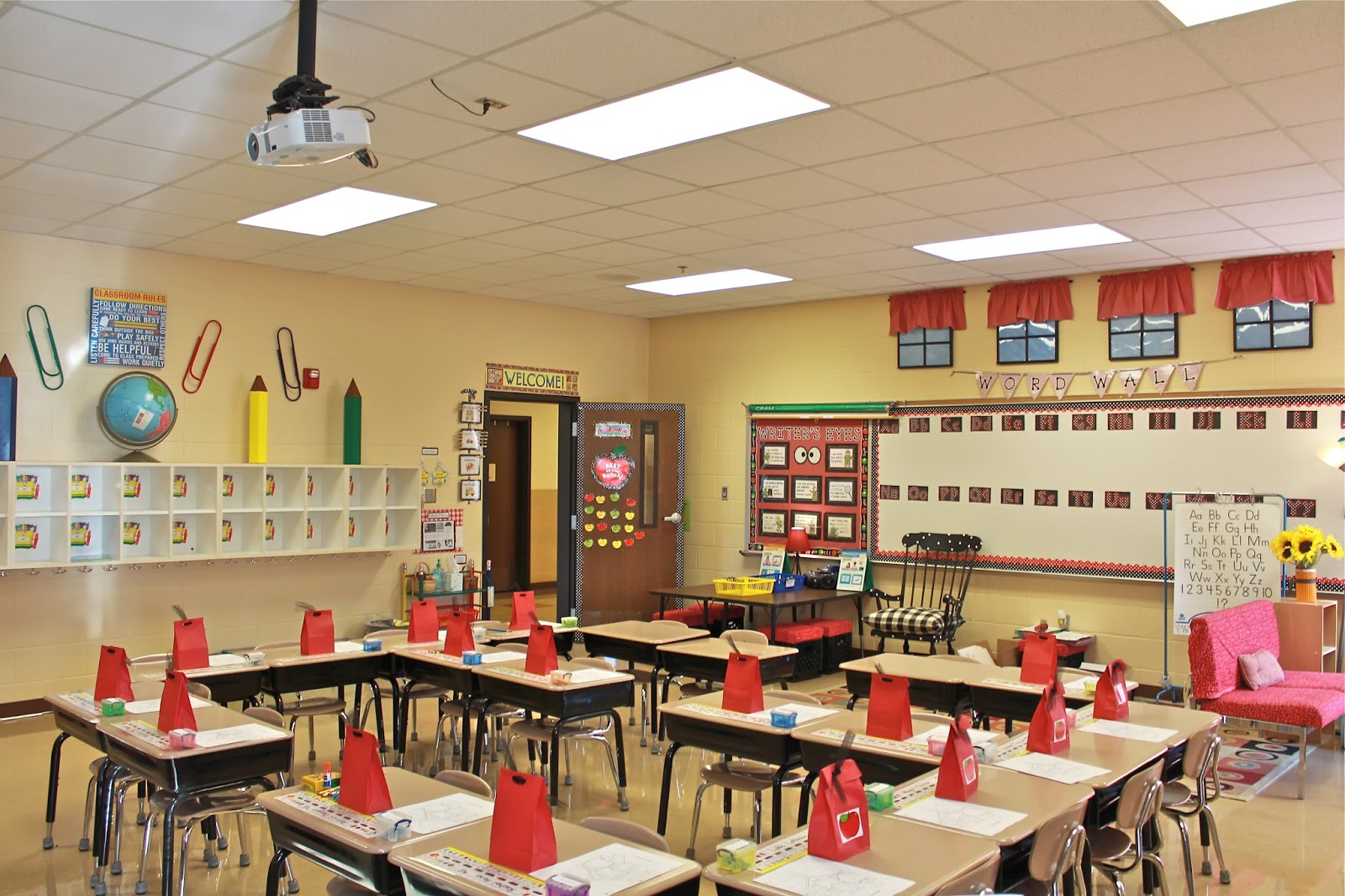Elementary Classroom Ideas ~ Wake up your wardrobe what my classroom wore