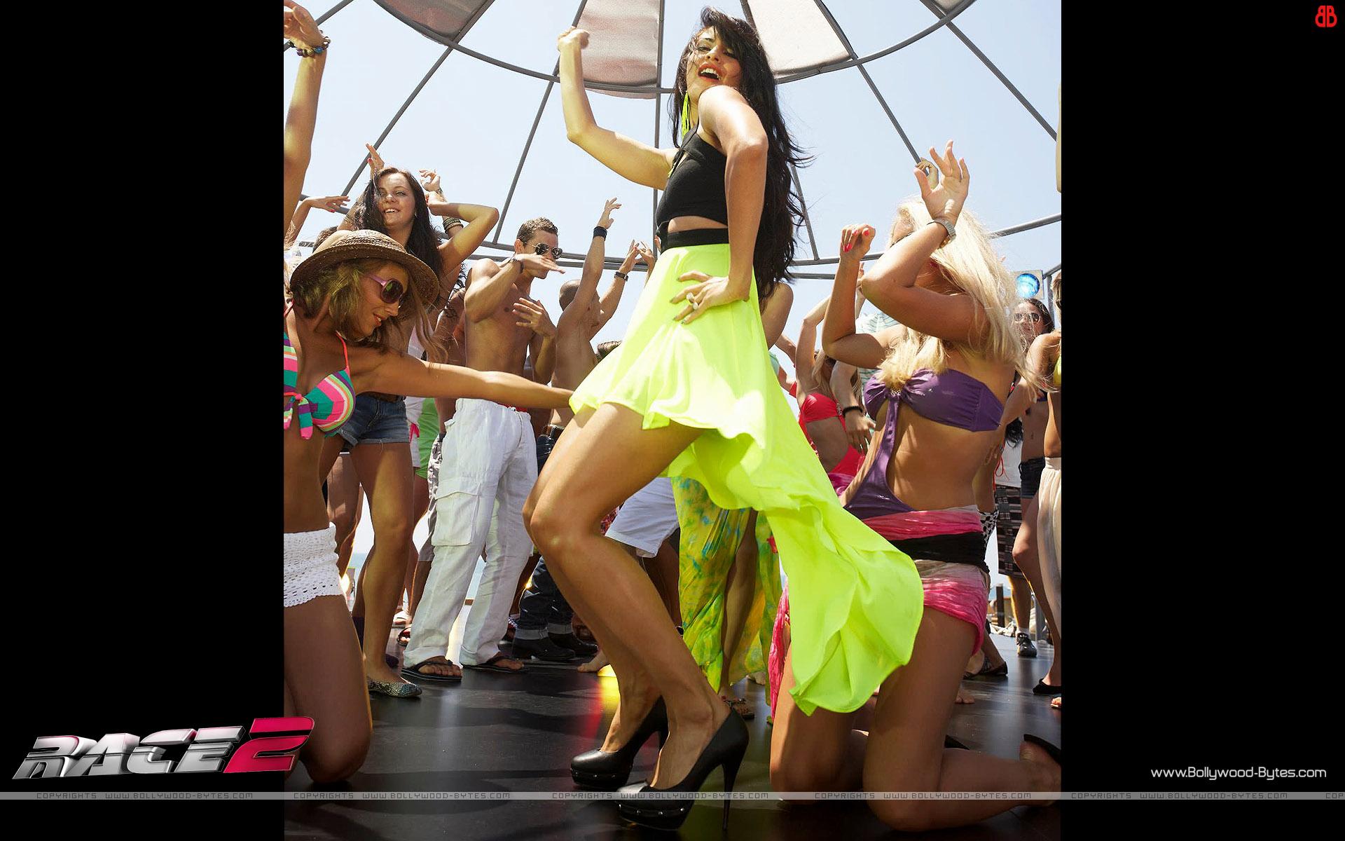 http://1.bp.blogspot.com/-8m0pM1PvoMo/UMrnrRMJxrI/AAAAAAAAVSE/YuR50GmcrkE/s1920/Race-2-+Hot-Jacqueline-Fernandez-HD-Wallpaper-22.jpg