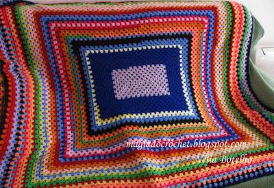 Colcha em crochetmuito colorida