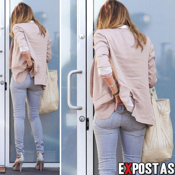 Jessica Alba chegando em seu escritório em Santa Monica - 26 de Setembro de 2012