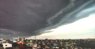 Nuvens assustadoras, mau tempo e ventania assustam moradores de cidade baiana