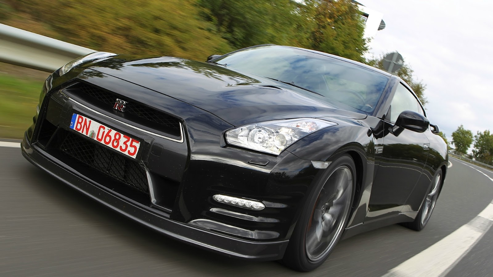 http://1.bp.blogspot.com/-8mFnz0dkXVw/T_h5mXKcL0I/AAAAAAAAERE/iAMMkeIXRMM/s1600/Nissan+GTR+Hd+Wallpapers+2013_4.jpg