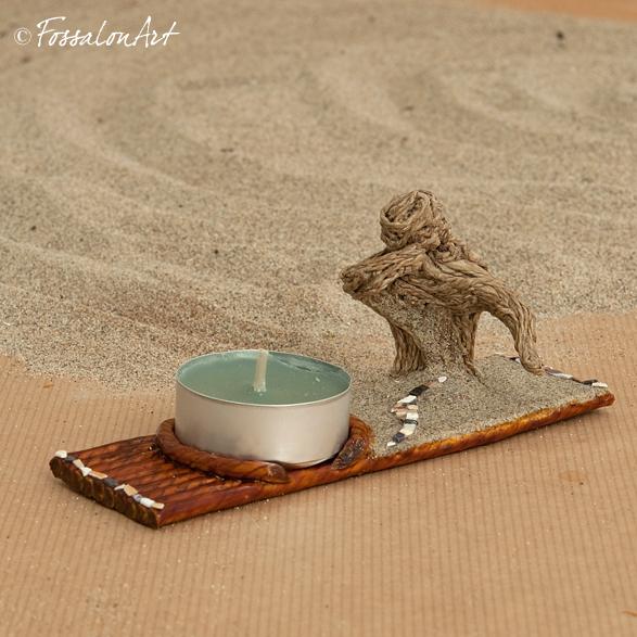 Portacandele con scultura in corda, sabbia e frammenti di conchiglie