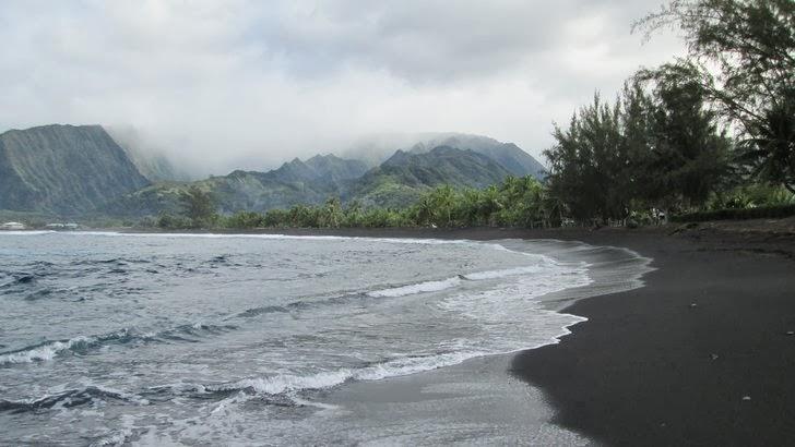Plage de Papara - Plage de sable noir