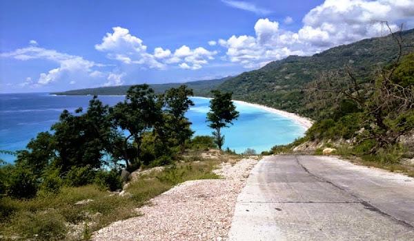 Pantai Kolbano, Nusa Tenggara Timur (Gambar 3). ZonaAero