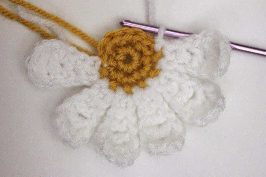 Daisy Crochet Baby Hat Pattern : Daisy Flower Crochet Pattern - Repeat Crafter Me