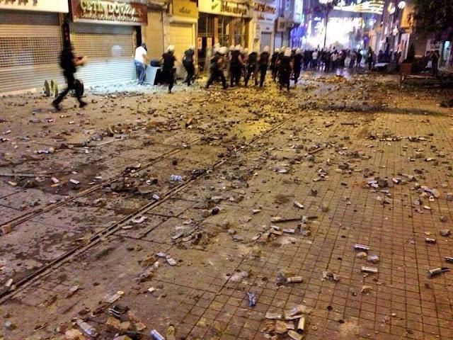 PRE-REVOLUCIÓN EN TURQUÍA : ERDOGAN SILENCIA LAS REDES SOCIALES  Gas+lacrim%C3%B3geno+usado+como+munici%C3%B3n+turqu%C3%ADa