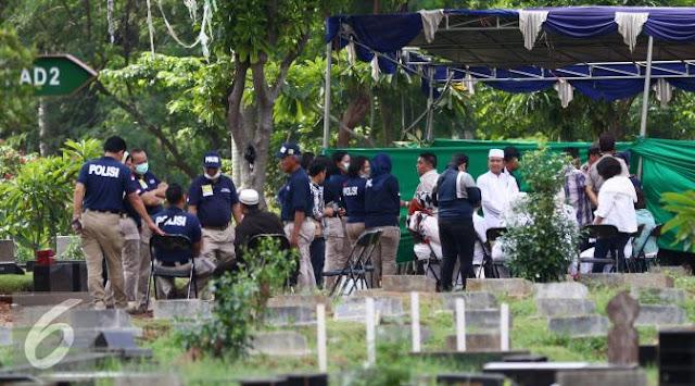 FOTO : Otopsi Korban Chiropractic, Polisi Bongkar Makam Allya Siska