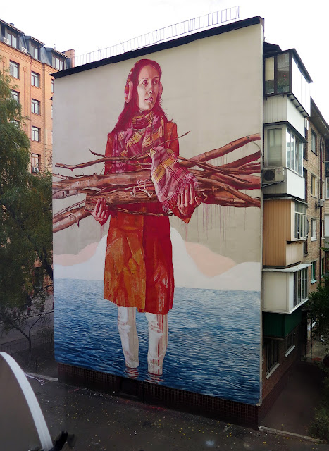 Eastern Europe is once again welcoming Fintan Magee which just finished gracing the streets of Kiev in Ukraine with a brand new mural.