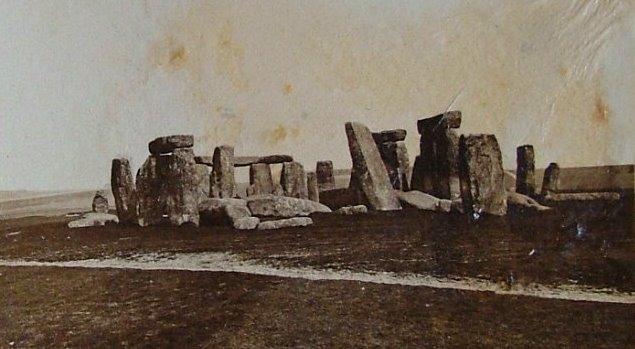 http://1.bp.blogspot.com/-8n6zCexAAiY/TpNFfKiZ0AI/AAAAAAAABHc/J6otxoEDAc8/s1600/Stonehenge_1877.jpg