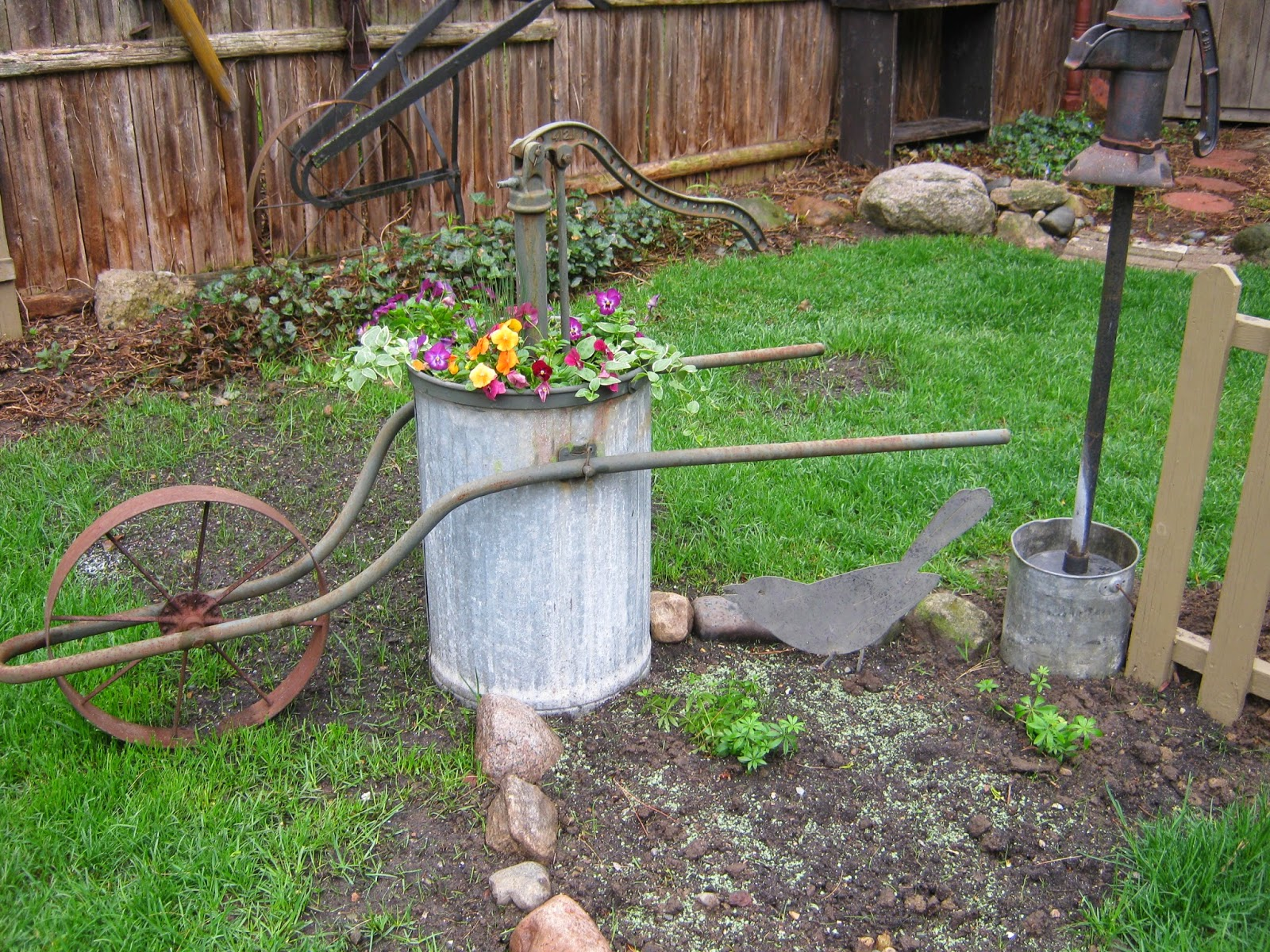 Primitive passion decorating garden pics to share for for Garden and outdoor decor