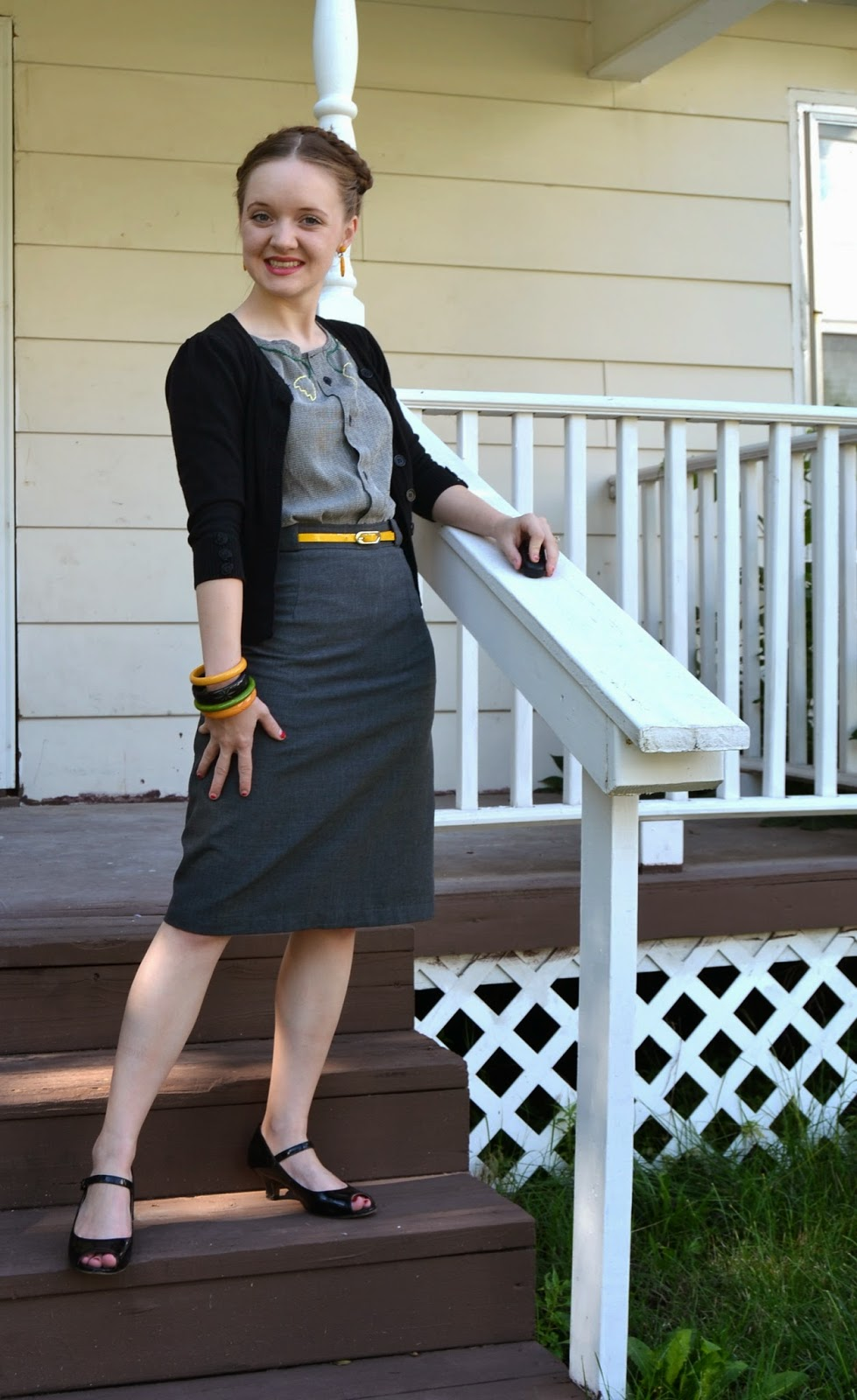 Flashback Summer: Tulips and Bakelite - 1940s vintage outfit