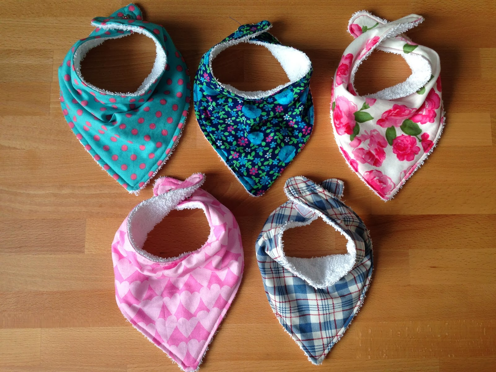 Bundles and Buttons: Dribble bibs DIY