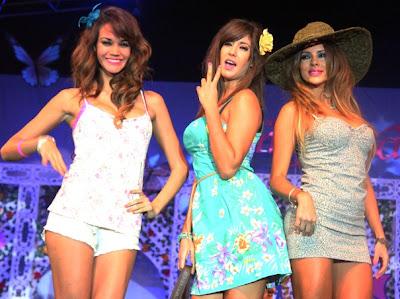 Maricris Rubio junto a las Vengadoraas (Giselle Patrón y Tilsa Lozano)
