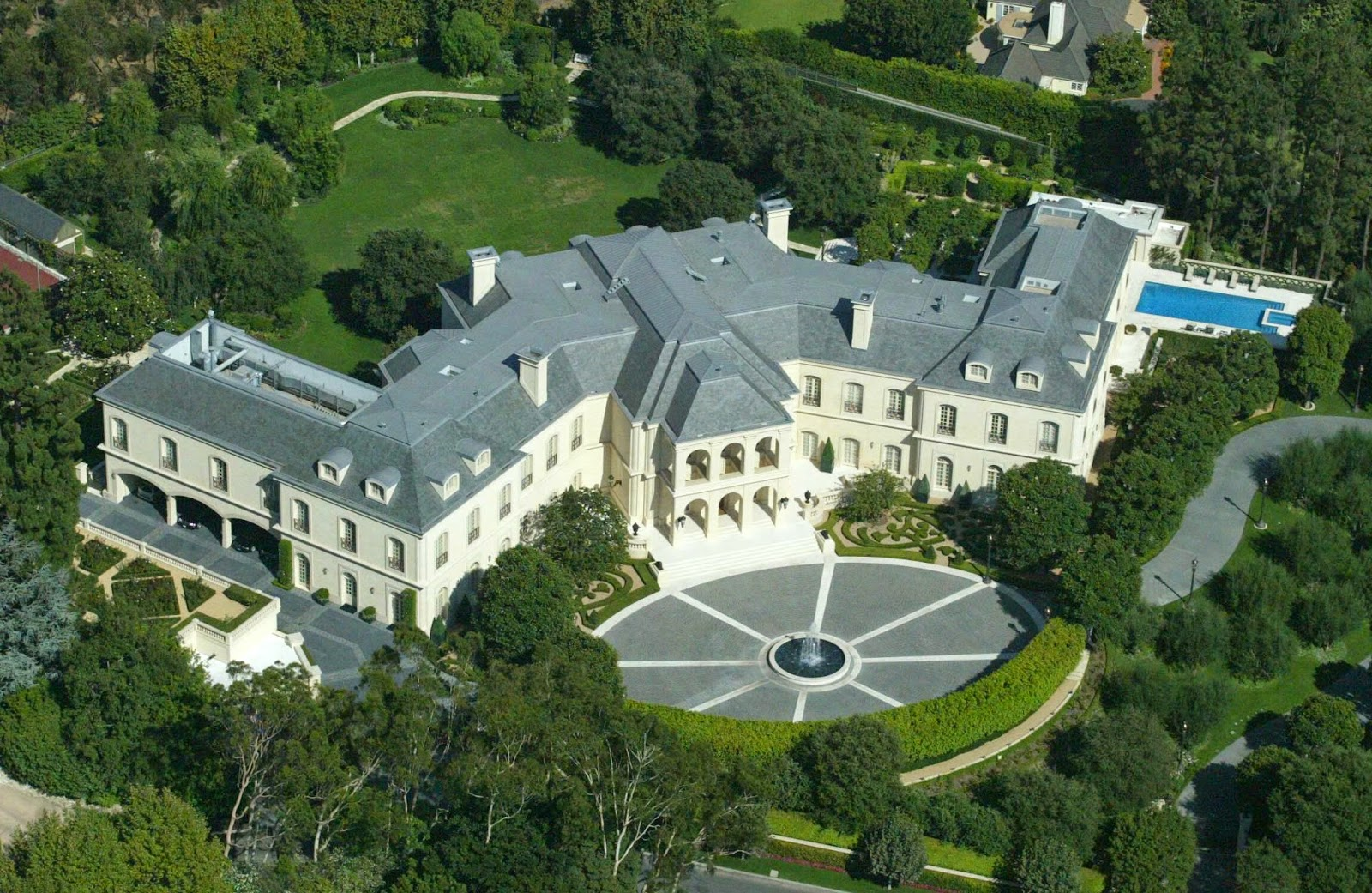 Celebrities most expensive homes in the world world for Most luxurious house