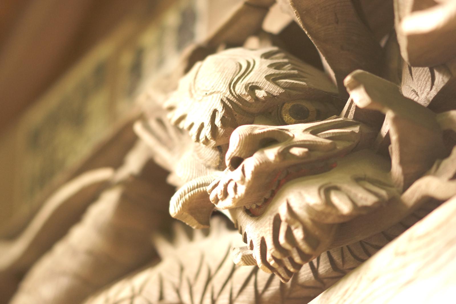 祠の飾りの写真