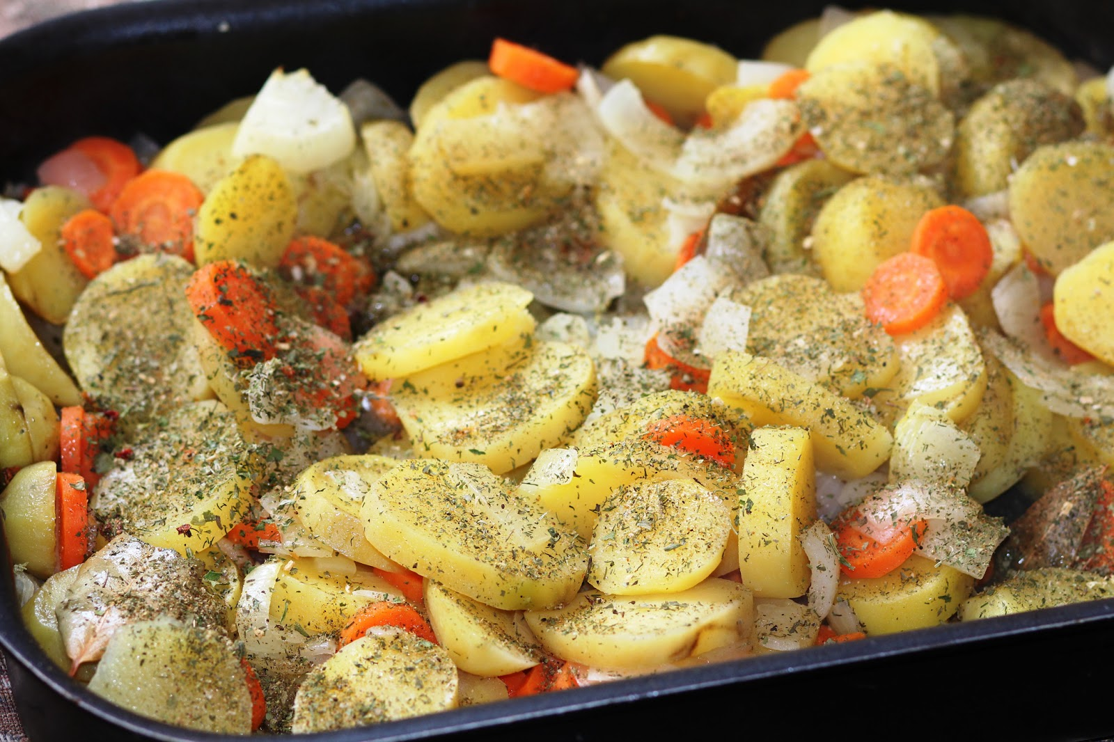 курица с картошкой с морковью в духовке