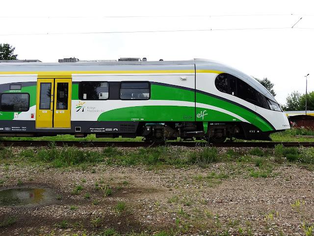 EN76 Kolei Mazowieckich.