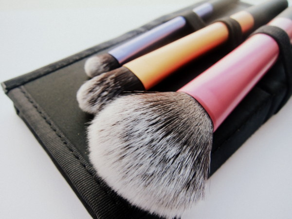 Real Techniques On Location Travel Essentials Brush Set Review