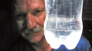 Moser, Penemu Lampu Botol Air Mineral
