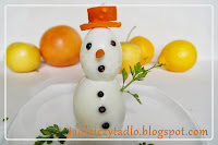 http://jadloiczytadlo.blogspot.com/2013/12/swiateczna-dekoracja-bawanek-z-jajek.html