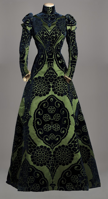 Worth tea gown