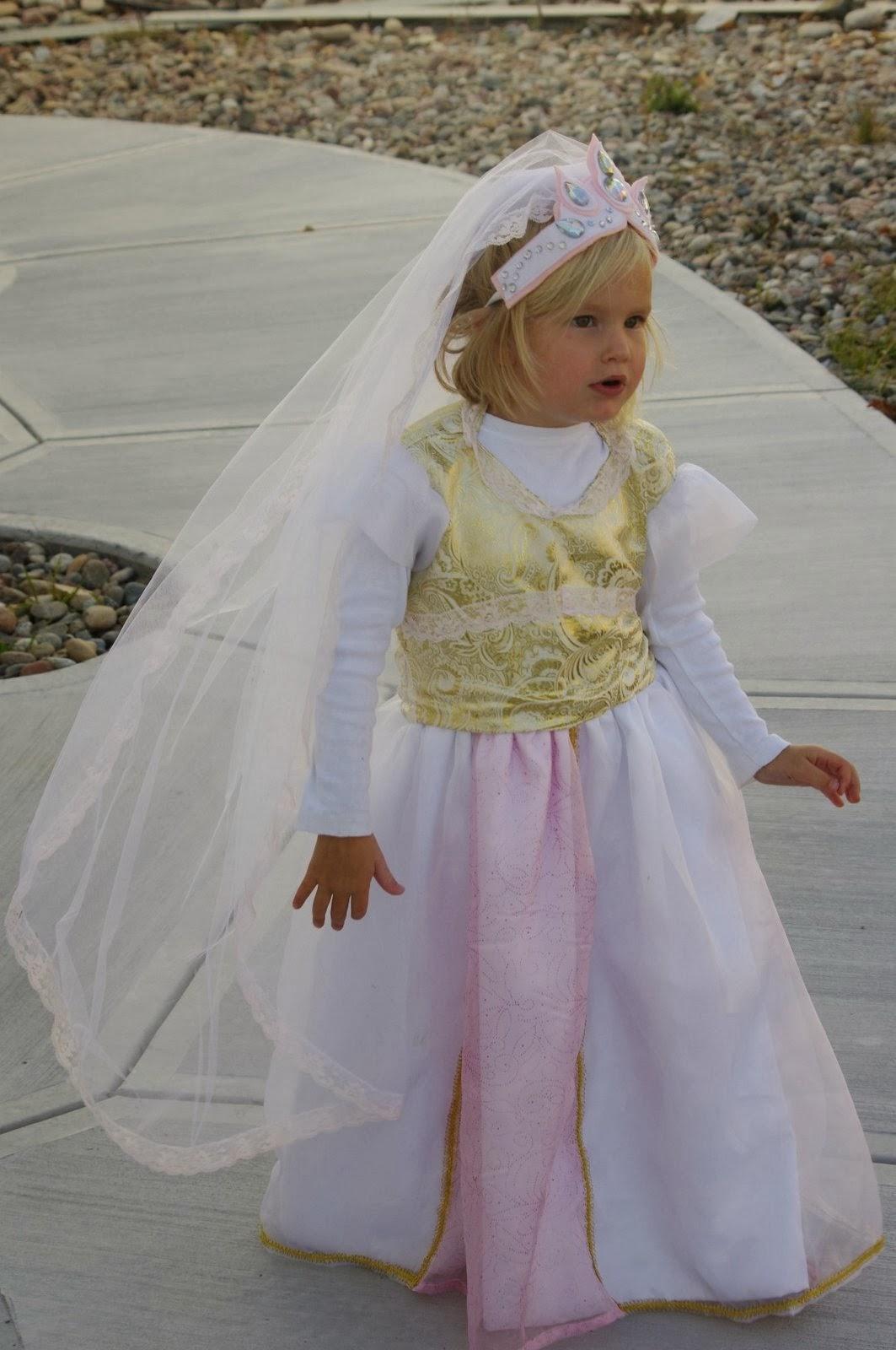 Princess Rapunzelu0027s Wedding Dress Halloween Costume  sc 1 st  the Princess and the Pea & the Princess and the Pea: Princess Rapunzelu0027s Wedding Dress ...