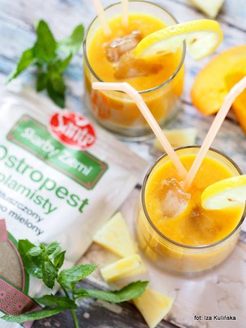 koktajl egzotyczny , napój orzeźwiający , samo zdrowie , owoce , do picia , ostropest plamisty , ananas , sok pomarańczowy , mango , letnie napoje , witaminy , smoothie