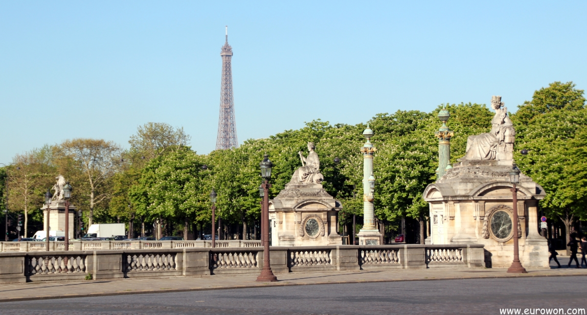 Torre Eiffel vista desde la Plaza de la Concordia