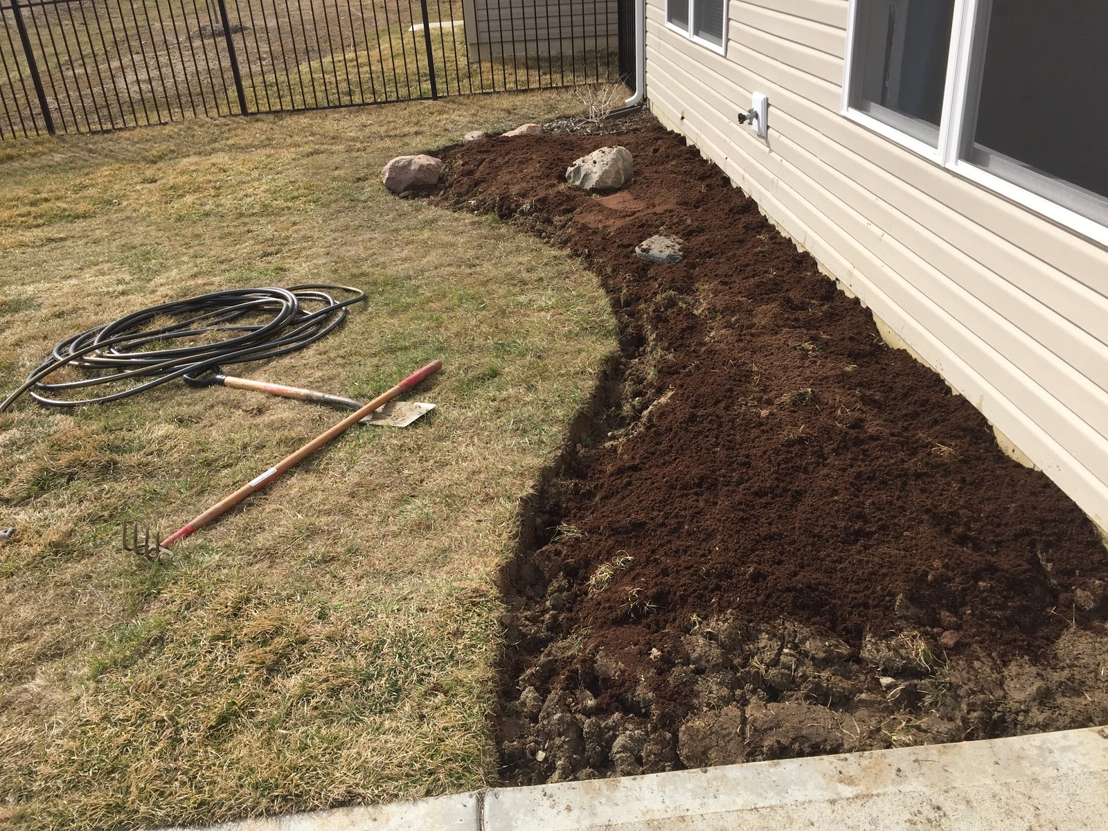 amend clay soil with peat moss