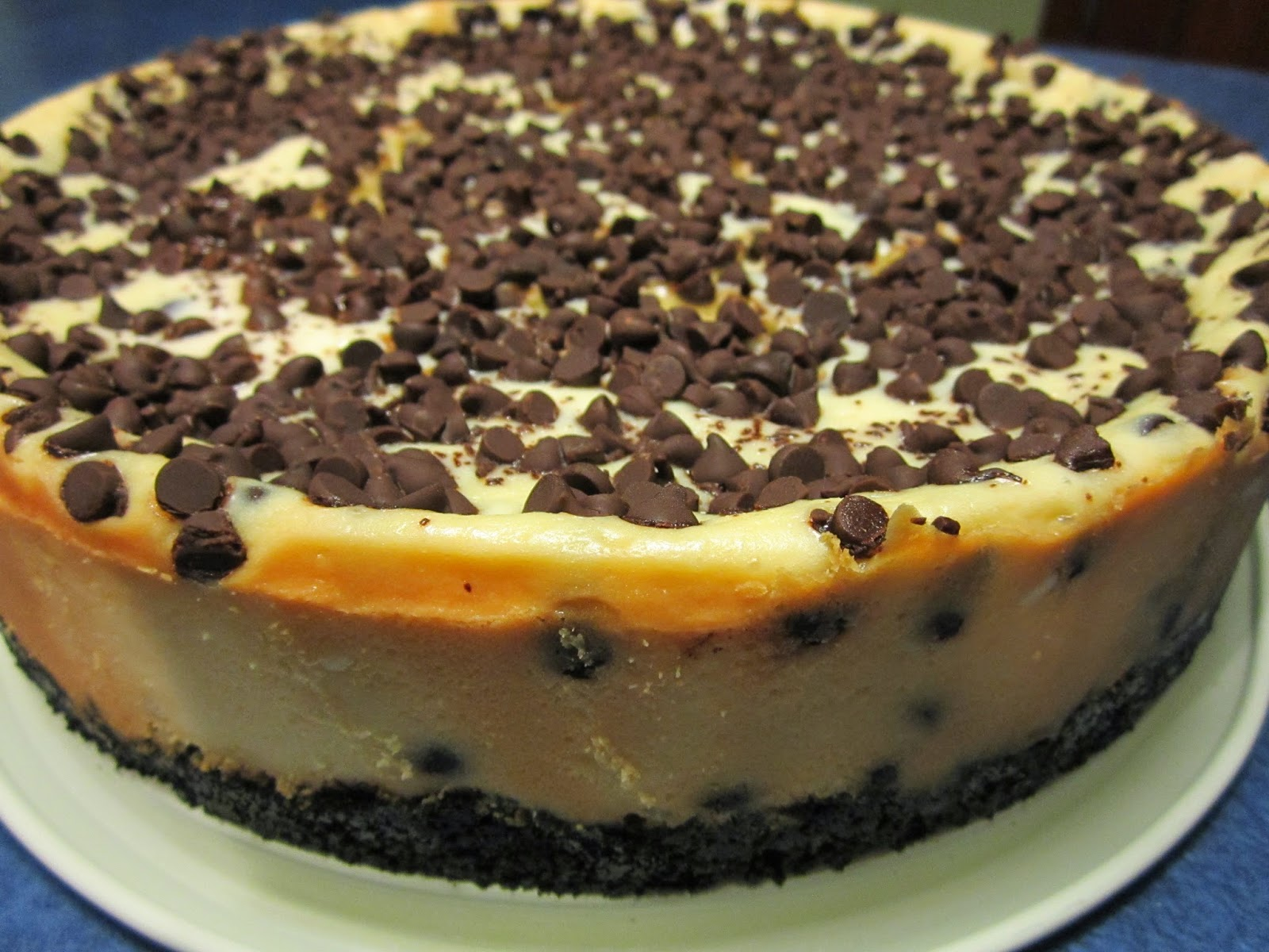 Look at that creamy cheesecake with all that chocolate! Seriously ...