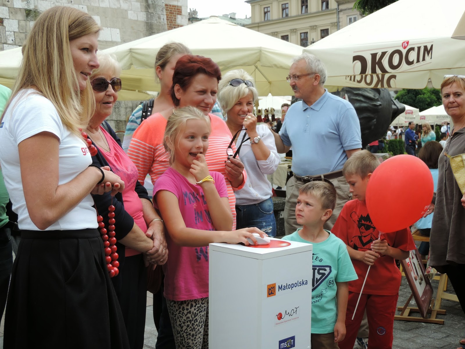 Uczestnicy quizu | People of all ages trying the Małopolski quizz
