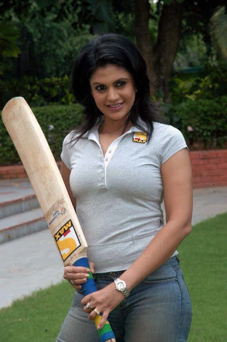 Mandira Bedi Posing with a Bat for IPL 5 2012 - Indian premier league