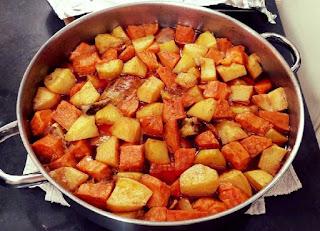 עוף עם תפוחי אדמה ובטטות