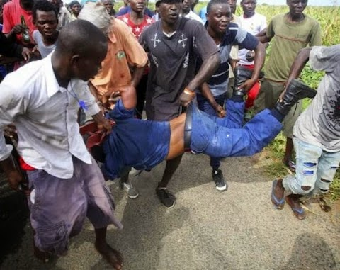 Burundi mob attack female police officer accused of shooting protesters (Photos)