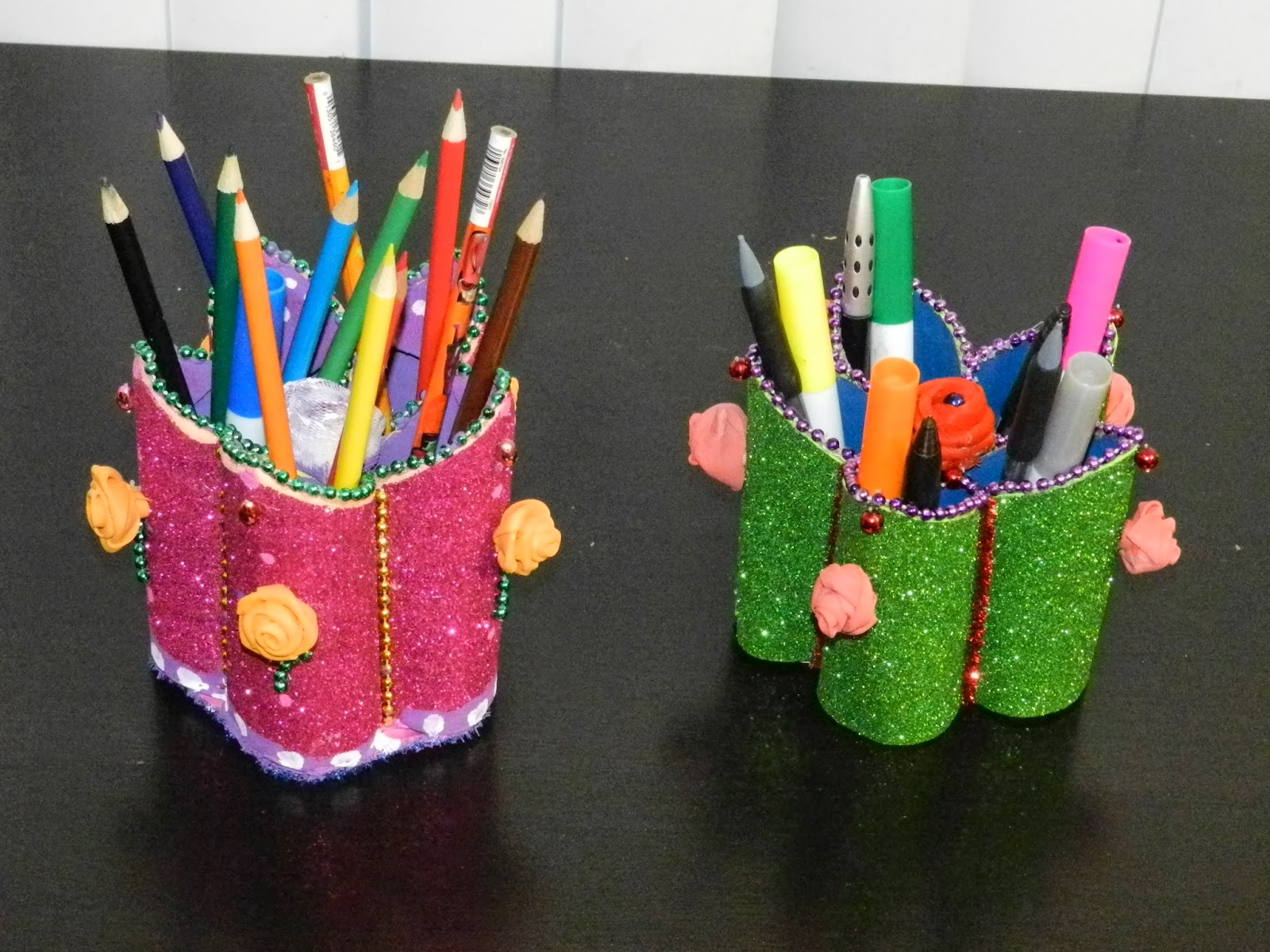 Creative diy crafts flower shaped pen stand holder with for Waste material in home