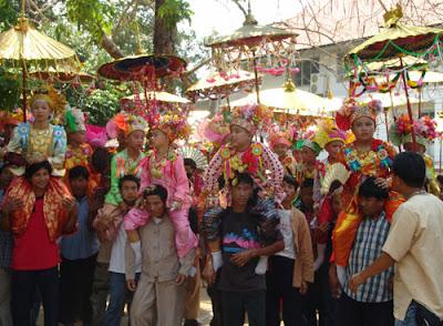 ประเพณีไทย ประเพณีปอยส่างลอง
