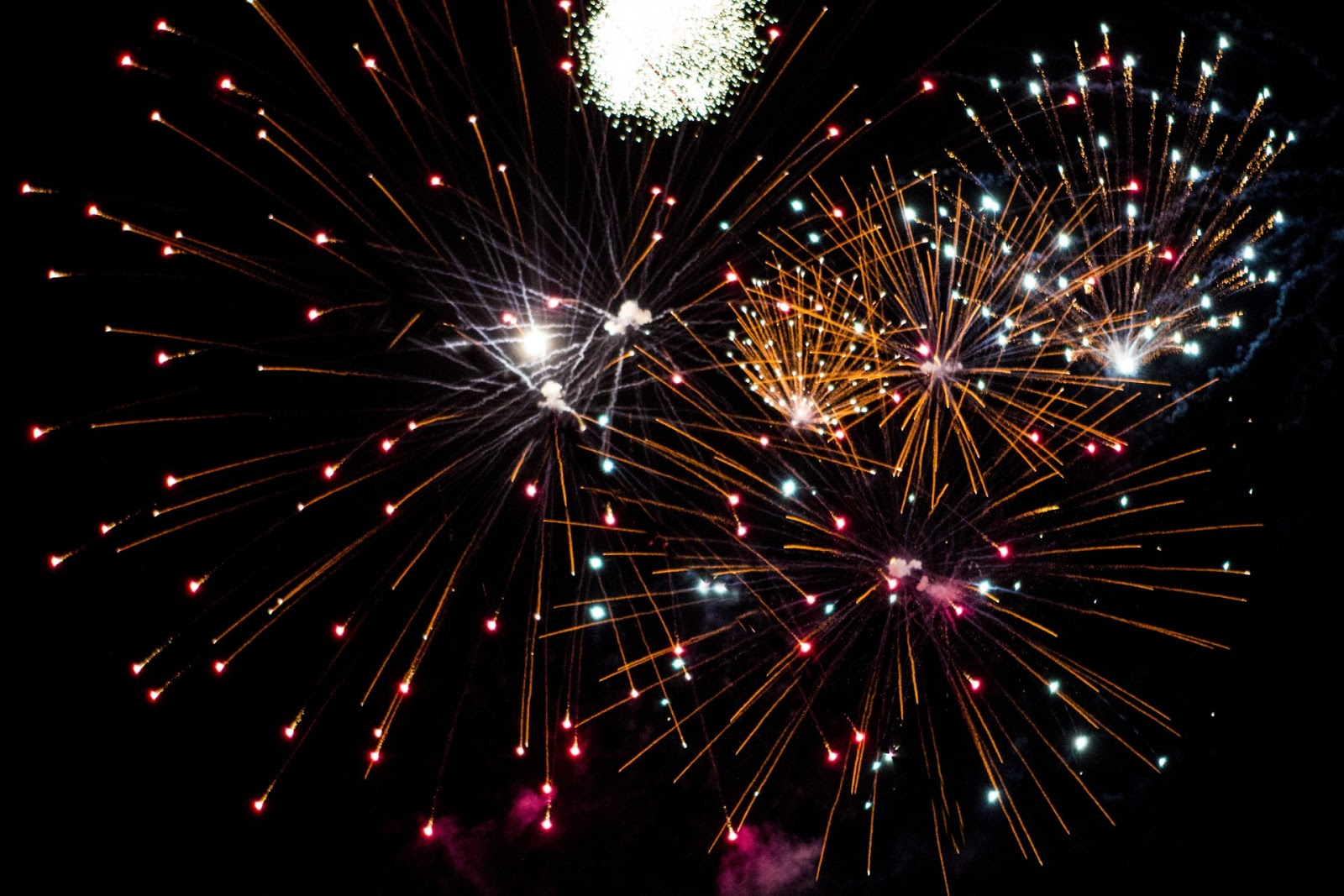 http://www.publicdomainpictures.net/view-image.php?image=48060&picture=fireworks-x-3