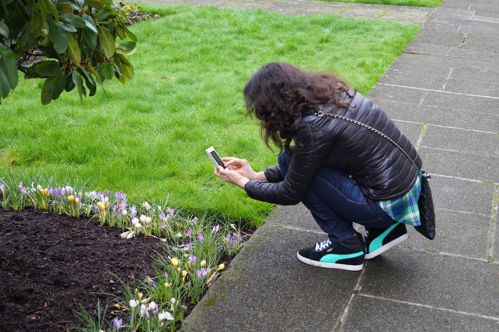 Влада фотографирует февральские цветы