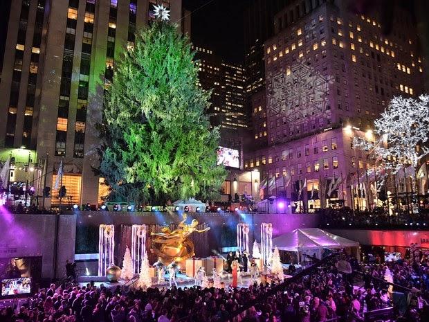 Mariah Carey sings in New York, USA