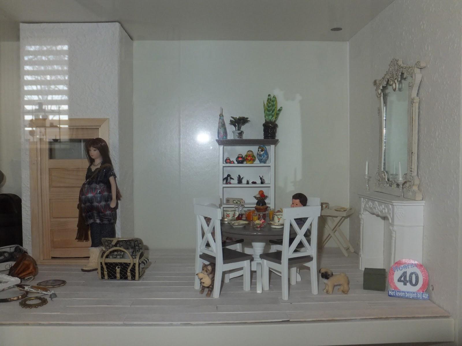 At home by pam: update van mijn nieuwe poppenhuis in een kast