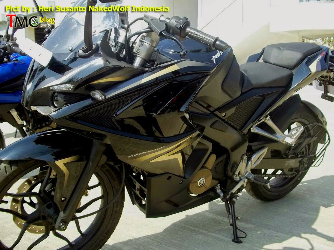 Bajaj Pulsar 200SS Spied with Black-Gold Paint Scheme