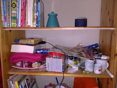 opruimen en bezuinigen: 28 januari, dag 52, boekenkast slaapkamer