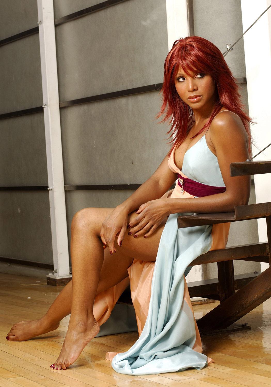 http://1.bp.blogspot.com/-8so9Hg54qOw/Tdl1PthBsaI/AAAAAAAAAx8/NJrooE2Fo34/s1600/Toni-Braxton-Feet-322657.jpg