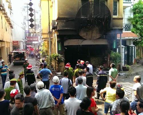 Gia Lai: Quán karaoke bốc cháy, khách hoảng loạn