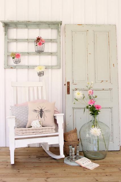 Dahlior pryder verandan